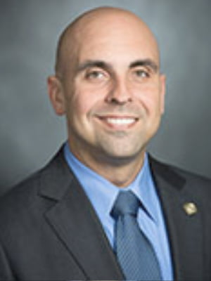"Representante estatal Armando ""Mando"" Martinez, Secretario de MALC"